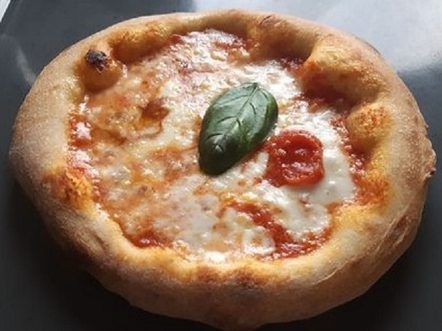 Authentic neapolitan pizza