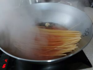 Killer spaghetti - add the broth